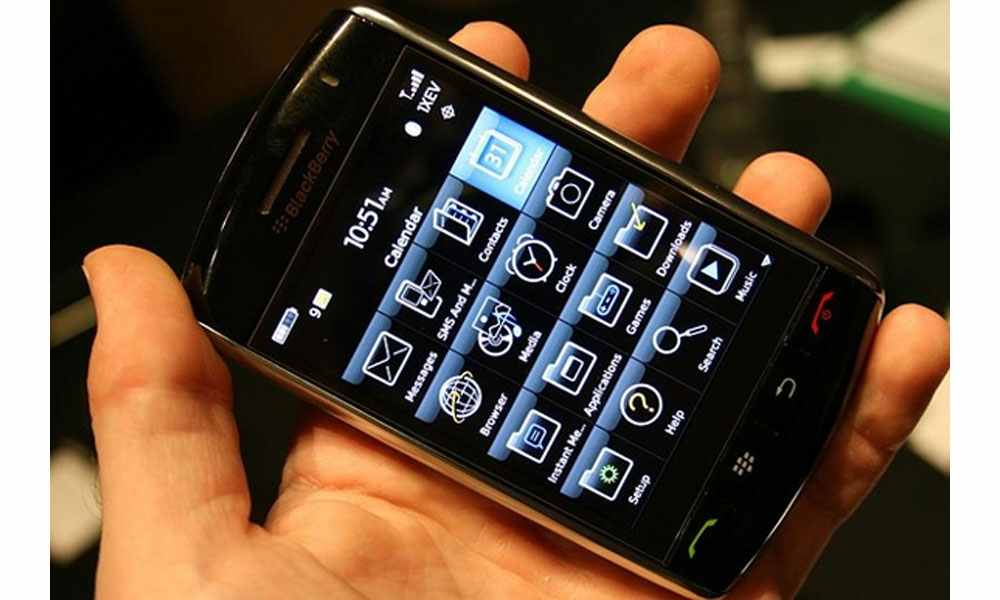 BlackBerry outages spread to North America
