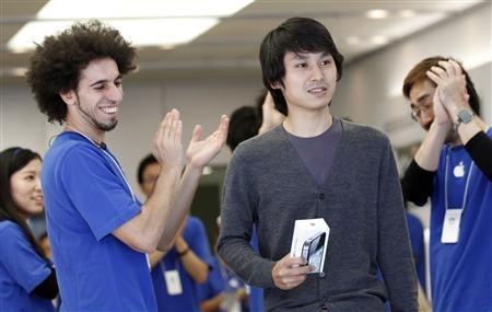 New iPhone on sale, fans buy in tribute to Jobs