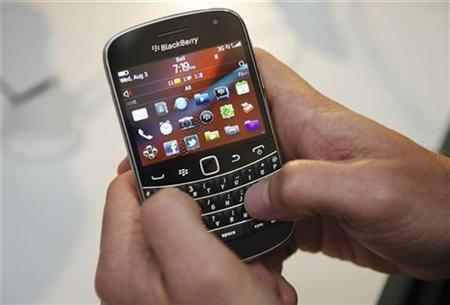 RIM investigates reports of BlackBerry delays