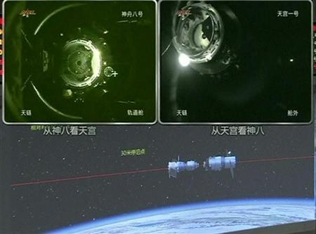 China spacecraft returns to Earth after docking test