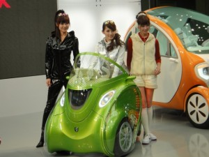 KOBOT: Japanese Company Shows Transformable, Smartphone-Controlled E-Cars