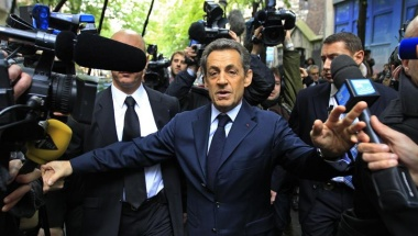 Sarkozy courts French far right after Hollande win