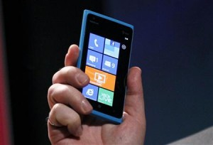 Nokia's U.S. ambitions hit by smartphone bug