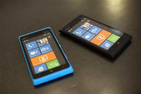 Microsoft, Nokia pin hopes on new Lumia as mobile war escalates