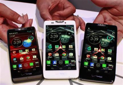 Motorola unveils three phones for Verizon Wireless