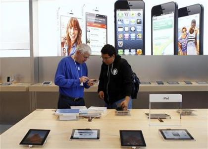 Tablets, discounters top U.S. holiday shopping lists