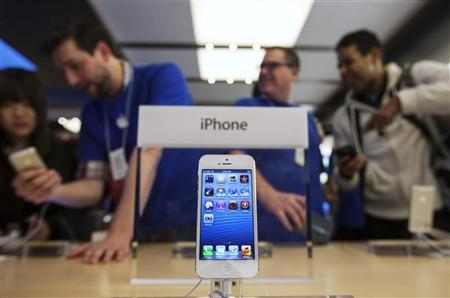Apple takes smartphone top spot from Google in U.S.