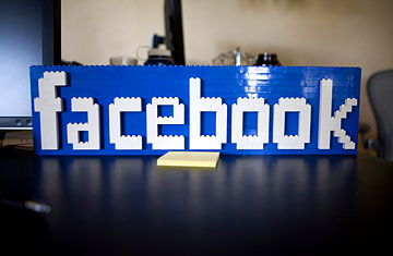 Judge gives initial OK to revised Facebook privacy settlement