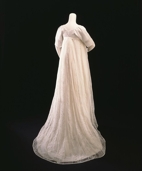 1800-sheer-muslin-gown-back