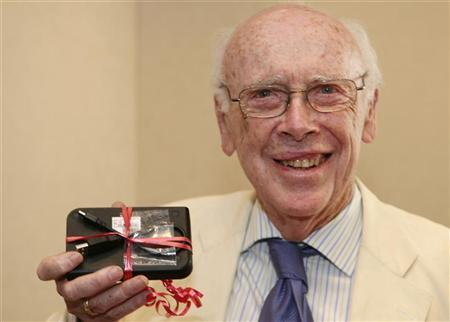 "DNA pioneer James Watson takes aim at ""cancer establishments"""