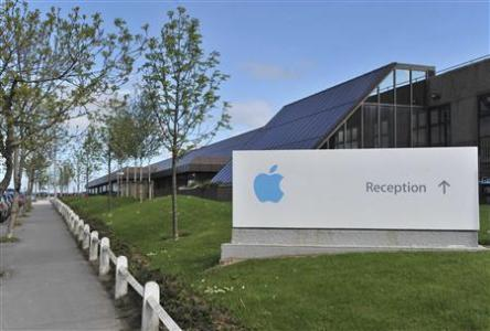 Apple, former Washington wallflower, now at center of tax fight
