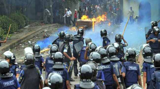 18 burned as bomb hits bus in Bangladesh vote protest
