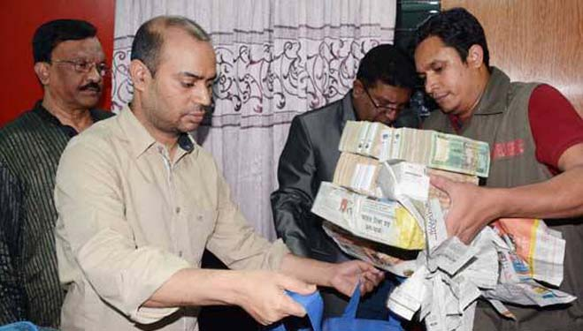 Huge currency, gold bars seized in capital
