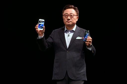 Samsung, LG improve smartphone cameras, turn to virtual reality